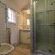 Salle de bains dans villa tout confort